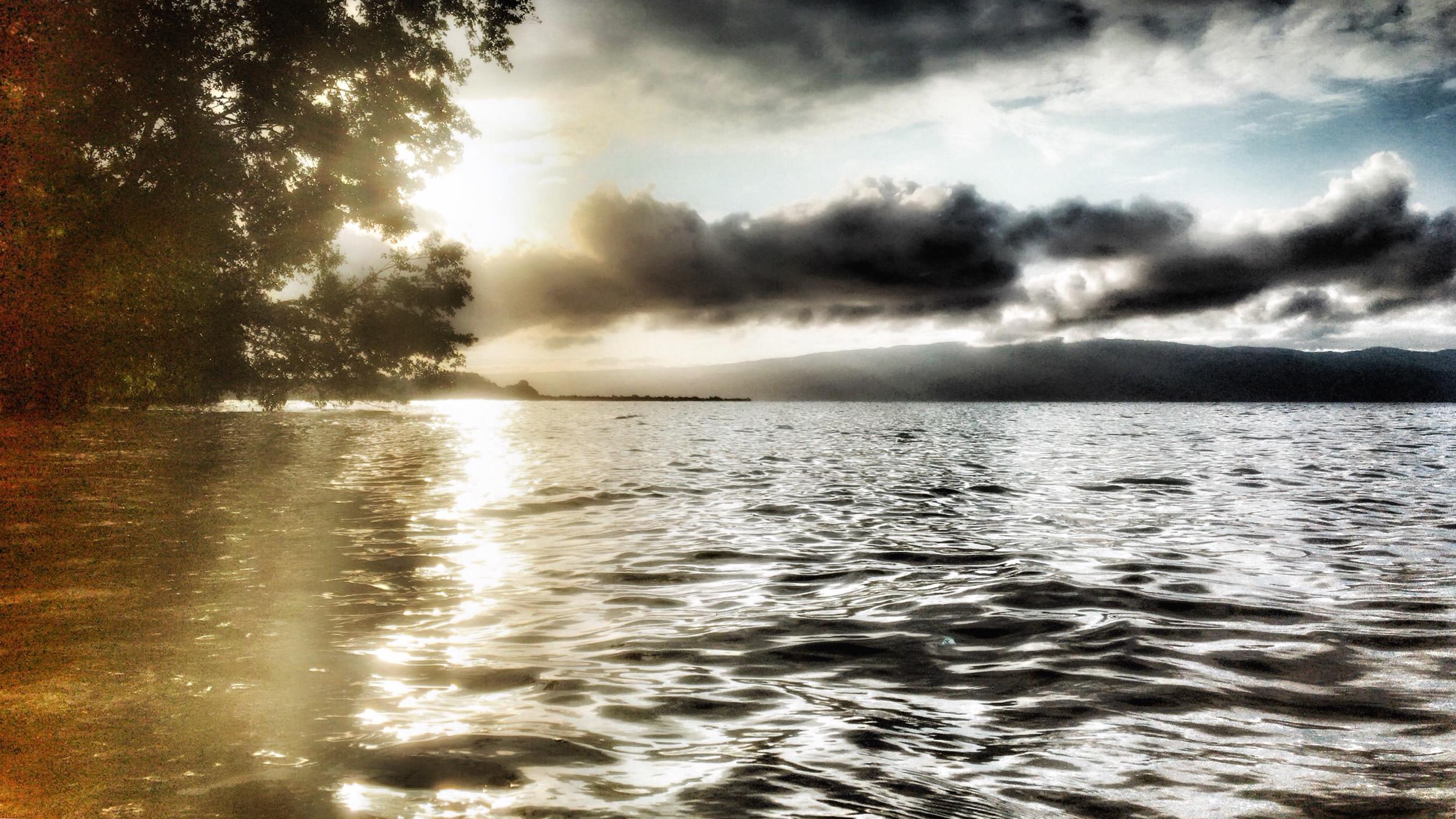 Siuri Danau Poso Yang Memiliki Pantai Berpasir Emas